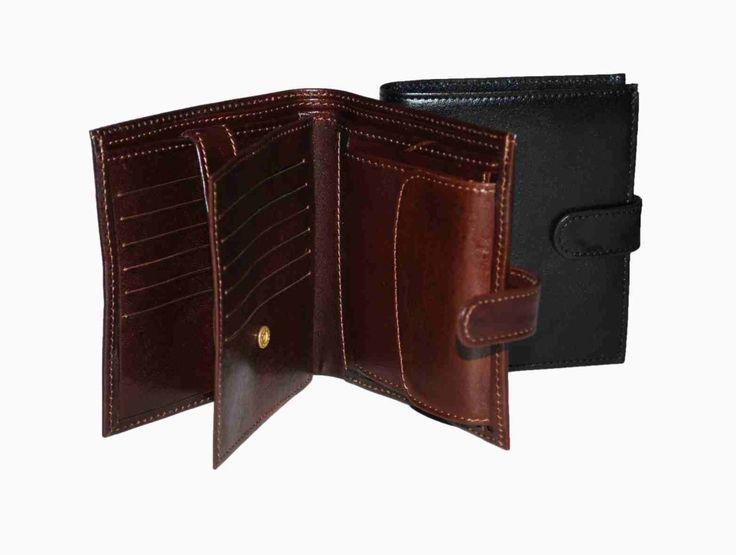 Praktická kožená peňaženka vyrobená z prírodnej kože. Kvalitné spracovanie a talianska koža. Ideálna veľkosť do vrecka a značková kvalita pre náročných. Overená kvallita pravej kože. 2 x oddelenie na bankovky 1 x vrecko na mince 1 x oddelenie na doklady 12 x vrecko na platobné karty 4 x ploché vrecko  http://www.odora.eu/produkt/kozena-penazenka-c-8333/