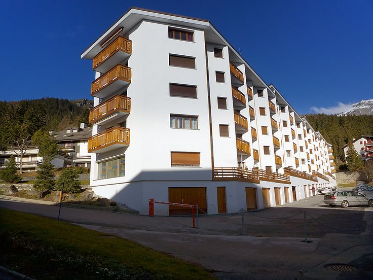 Barzettes-Vacances B - Apartment - CRANS-MONTANA - Switzerland - 713 CHF 4-room apartment on 2nd floor. Beautiful furnishings: living/dining room with TV (flat screen). 1 room with 1 french bed (160 cm). 1 room with 2 beds. 1 room with 1 bed. Small kitchen (oven, 4 ceramic