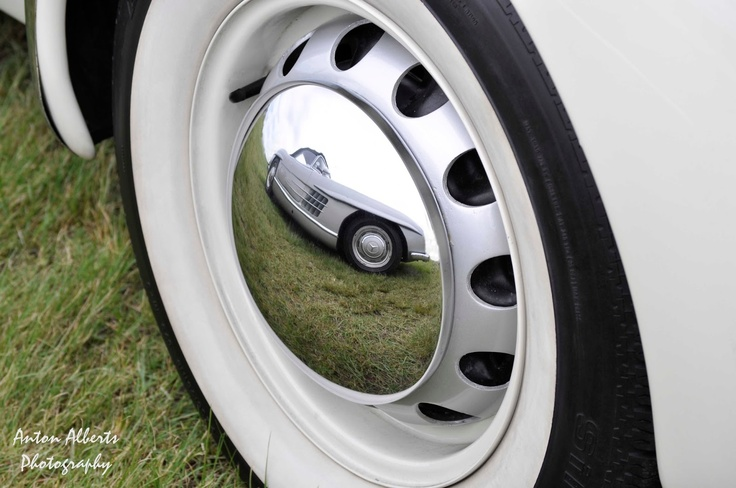 Loved this shot of the Merc 300 SL........ the wheel cap is of non other than the 1936 Cord..