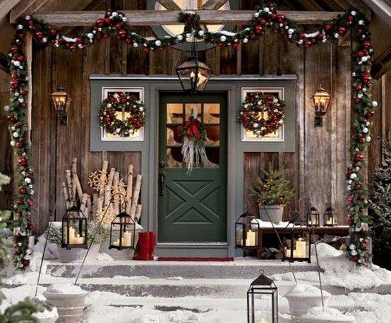 Украшение домашней двери и крыльца перед рождеством и Новым годом