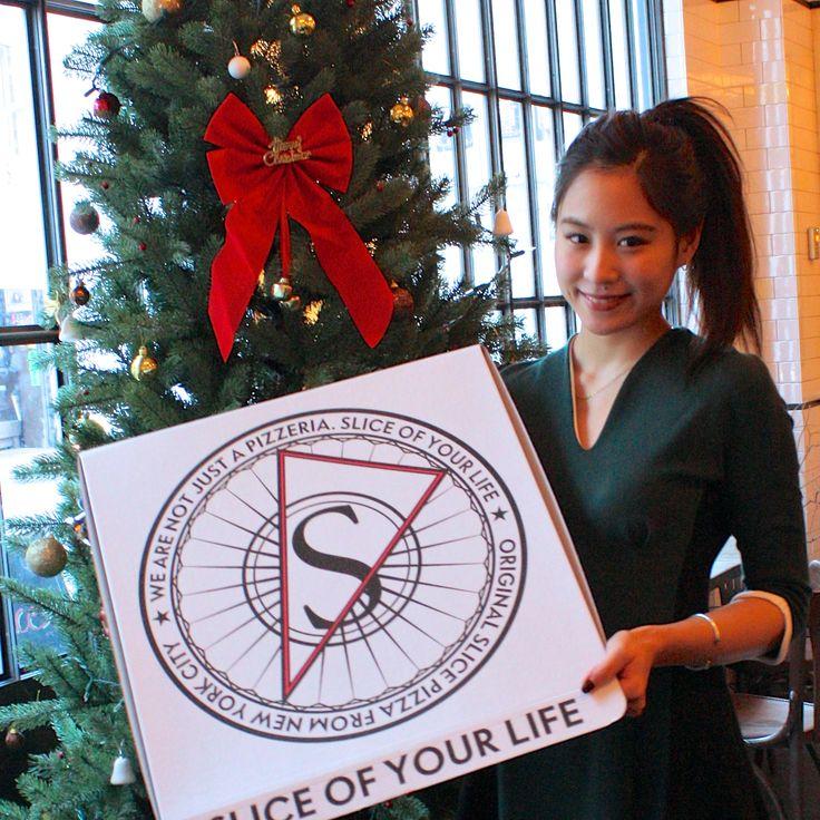 """クリスマスも間近 ♡ パーティーと言えばピザ!? ということで、今週はVOGUE GIRLが勝手に """"PIZZA WEEK"""" をお届け。 VGRAMMERの佳蘭と「ピザ スライス」率いる、猿丸浩基さんがガイドする「東京で最も美味しいピザ屋はここだ!」 TOP5"""