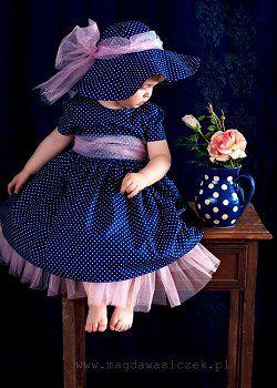 Sukienka księżycowa OLLI to elegancka sukienka dla dziewczynki, sukienki dla dzieci, w ofercie mamy sukienki na Boże Narodzenie, sukienki na...