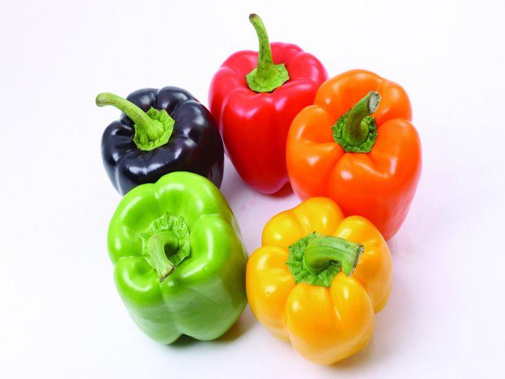 Zelf paprikaplant kweken is echt niet moeilijk en na enige tijd, dus je moet wel wat geduld hebben, kweek je zelf en gratis de lekkerste paprika's. Je gooit na het schoonmaken