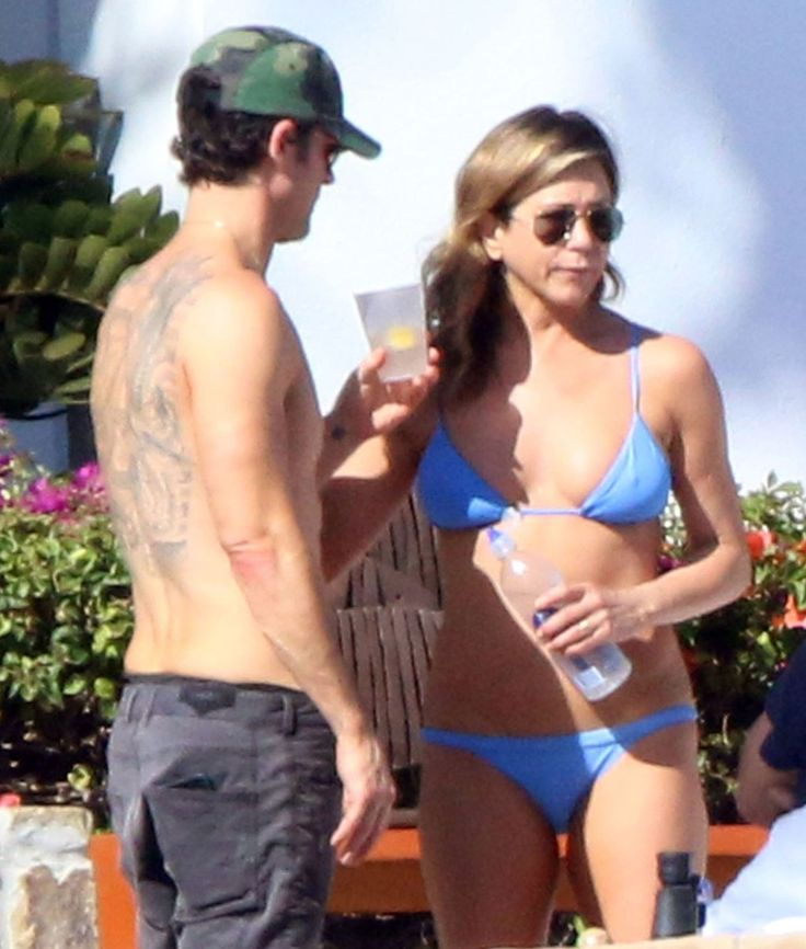 Jennifer Aniston Shows Off Her Toned Bikini Body on Birthday Trip to Mexico with JustinTheroux