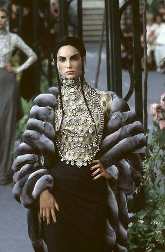 Christian Dior Haute Couture Autumn 1997  ...- When commenting on fashion becomes embarrassing and foolish.