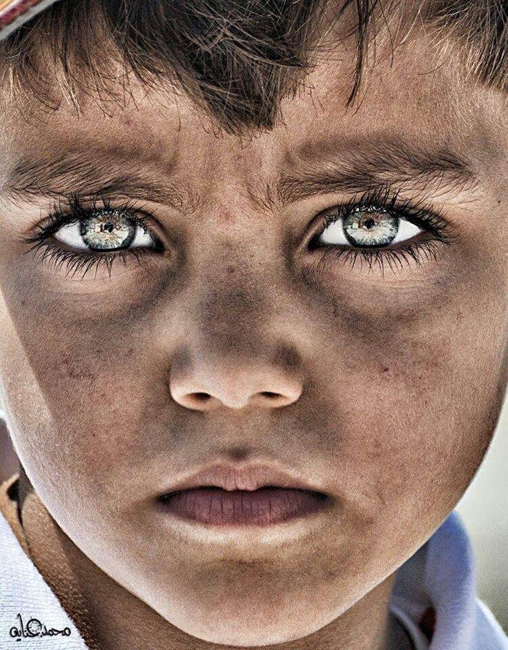Una mirada puede ser una gota del pozo de la tristeza.