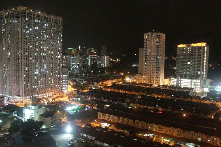 Penqng at night