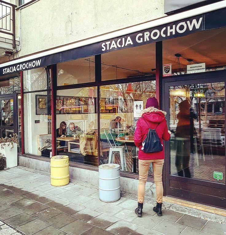 @stacjagrochow-> przyjazne bistro pełne światła i żywych kolorów