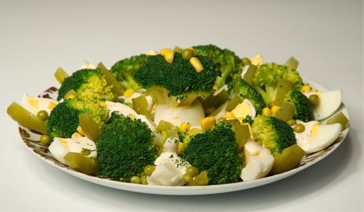 Sałatka brokułowa w kropki