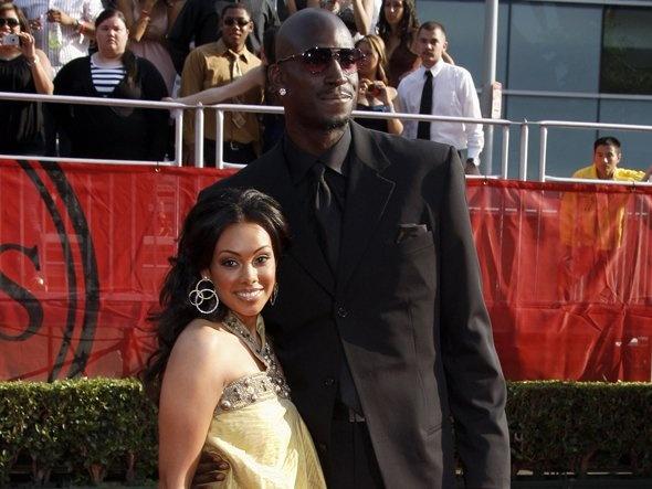 NBA player Kevin Garnett and Reality TV Star/wife Brandi ...