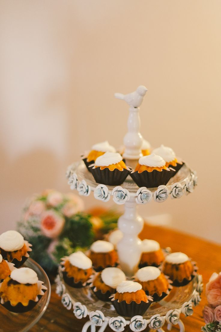 Unique Wedding Cake // Mini Bundt Cakes// Nothing Bundt Cakes // Austin,TX Wedding // Taylor + Nick// www.sanregretweddings.com