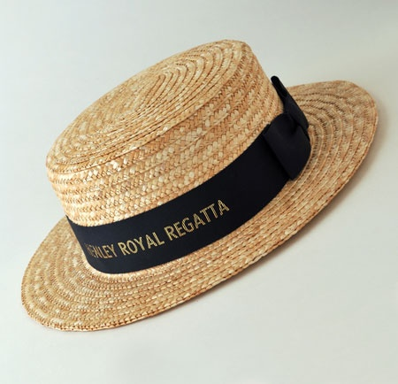 boater(2) MEN It is normally made of stiff sennit straw and has a stiff flat crown and brim, typically with a solid or striped grosgrain ribbon around the crown.