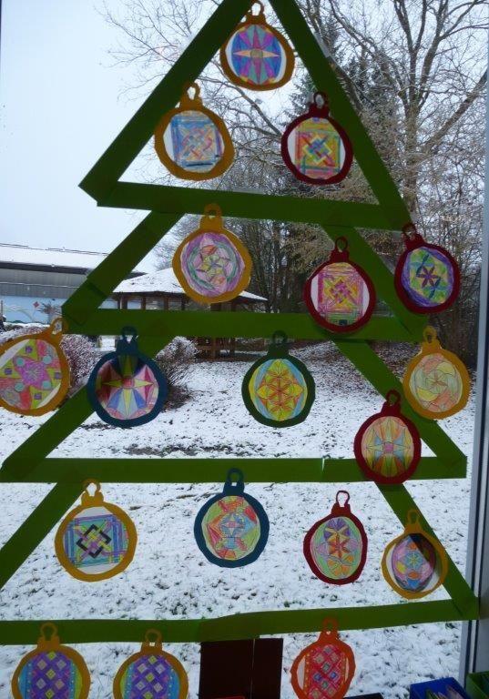 Weihnachtsbasteln 2 Klasse.Arbeiten Der Klasse 2 Schule Fensterdeko Weihnachten Basteln