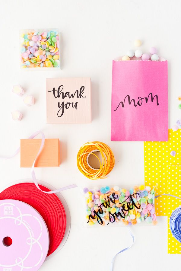 Learn how to make a unique #diy gift wrapping idea for Mother's Day gifts (in 60 seconds or less) #mothersday #mom #giftwrap