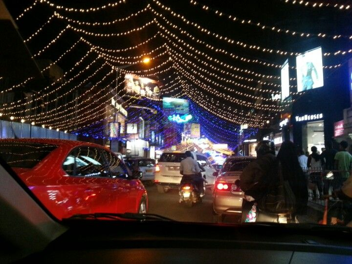 Brigade Road, the hotspot for shoppers and tourists. Whoaa! has lots of pubs and discs.