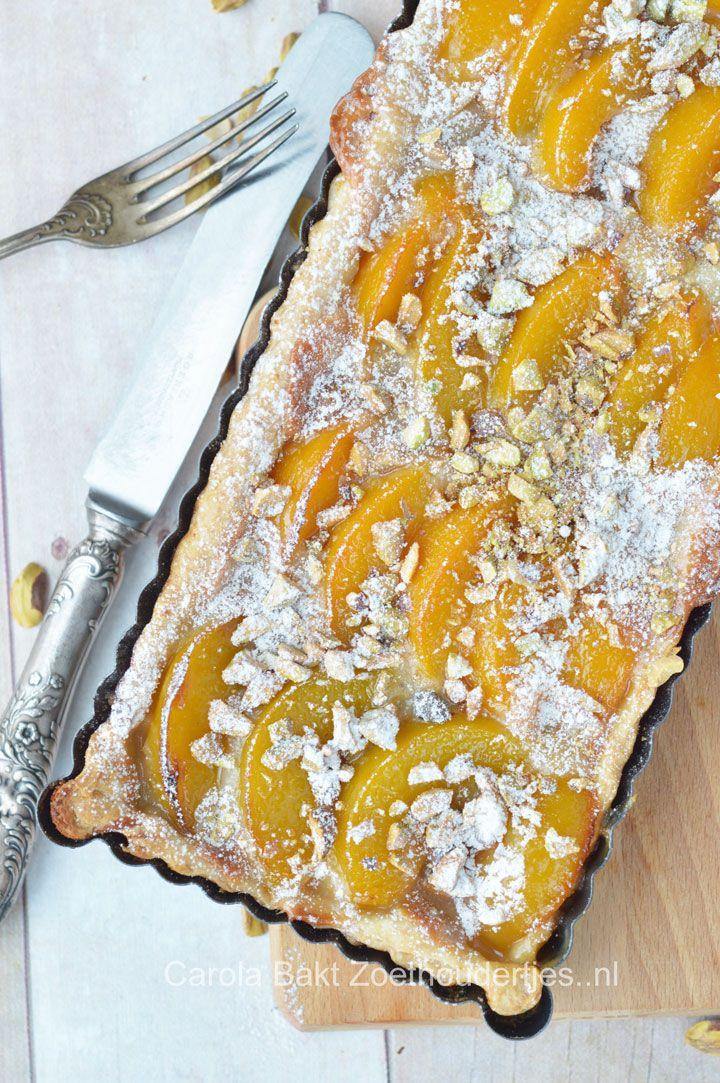 Dit supersnelle perzik taartje heb je binnen een kwartier je oven in. En lekker…