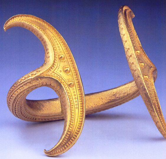 Golden arm ring with moon symbols, Magyarbenye/Biia, Hungary/Romania