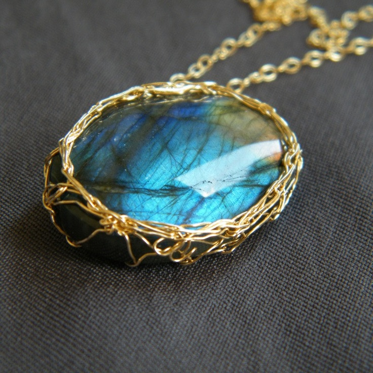 crochet gold wire around a cab project Crochet Gold, Wire Crochet, Jewelry Inspiration, Crochet Jewelry, Accessories, Blue Stones, Gold Wire, Crafts, Knits Jewelry