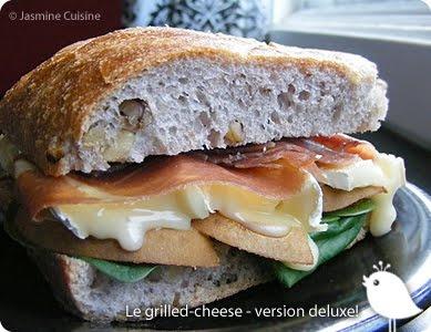Sandwich au brie fondant, poire et prosicutto
