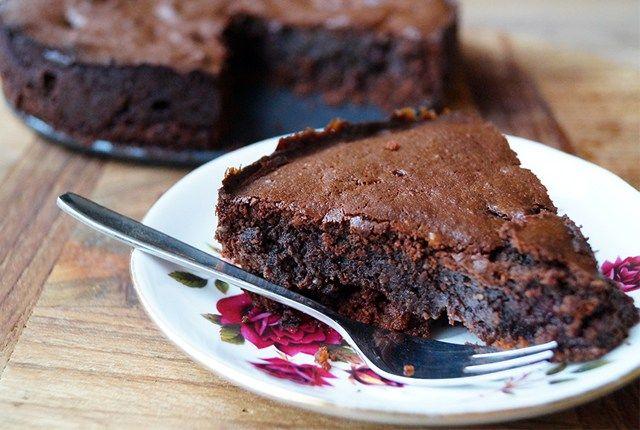 Chocoladetaart met koekjesbodem glutenvrij en suikervrij