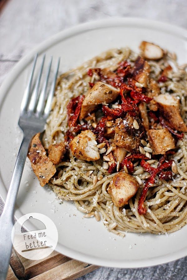 Feed Me Better: Makaron z pesto i kurczakiem.