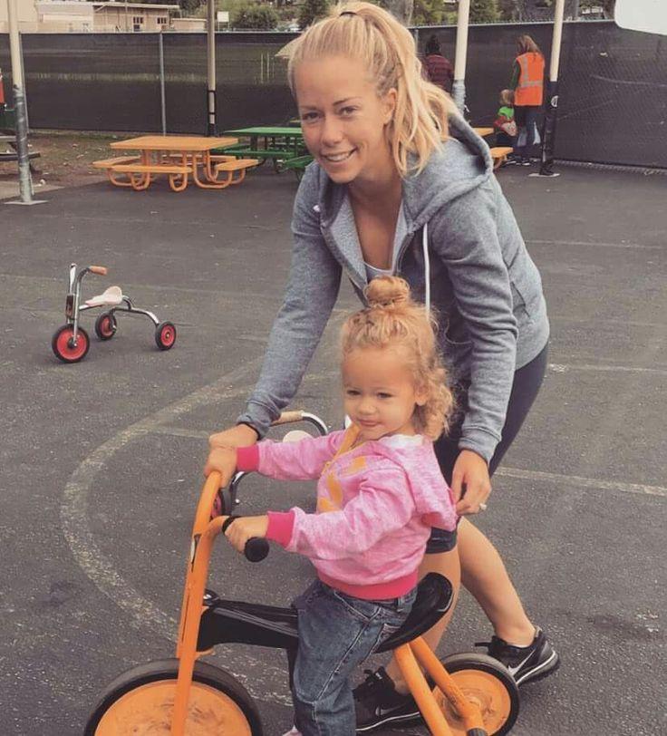 Kendra Wilkinson-Baskett & Her Daughter, my favourite bunny:)