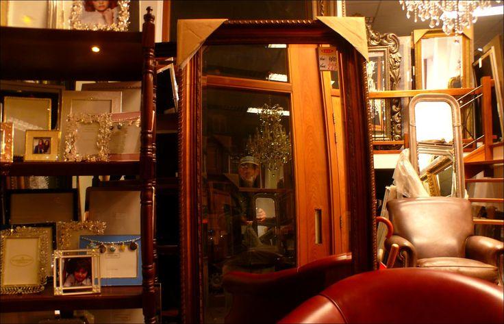 Ik, in een spiegel op de van Baerlestraat, in Amsterdam.