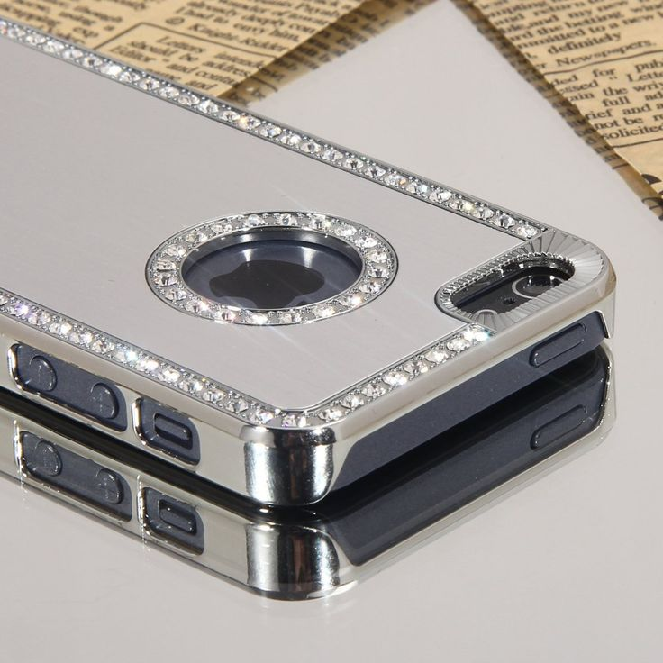 Stand out from the crowd with this Silver Bling Diamante Crystal and Chrome Hard Case For iPhone 5 5G with Stylus