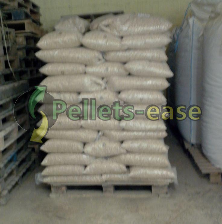 #palette de #sacs de #granulés de bois de 15kg, produits avec la ligne automatique LI110 de #pelletsease