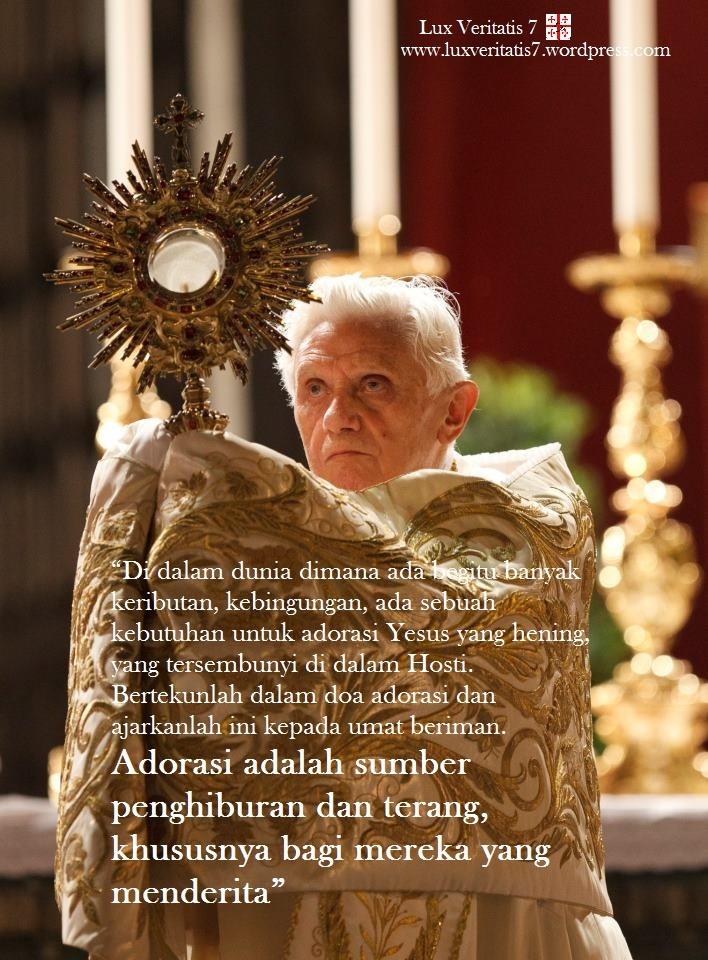 Paus Benediktus XVI menjelaskan tentang adorasi