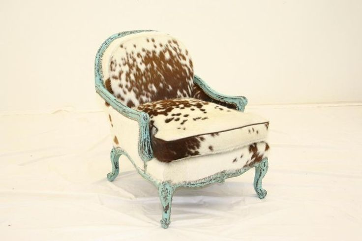 cowhide chair: Bedrooms Bays, Cowhide Chairs Fab, Dallas Texas, In Love, Turquoise Cows Hiding Chair2, Cows Hiding Chairs, Cowhide Furniture, Cowhide Chairs Turquoi, French Chairs
