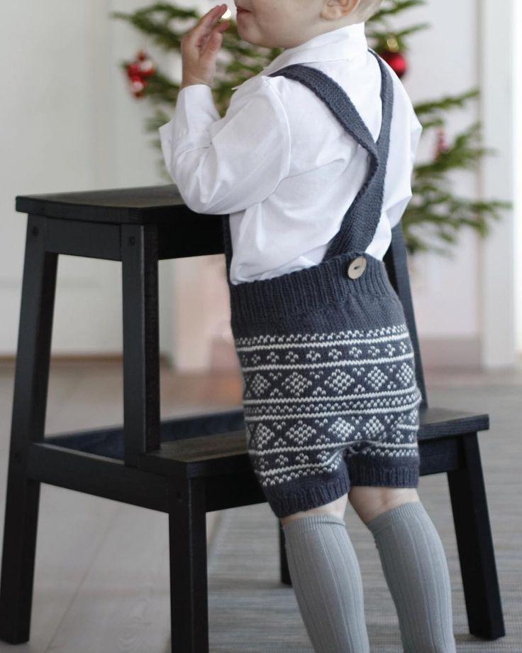 Knit Me's #seleshorts fra baksiden #juleantrekk #barnestrikk #norskbarnemote #knitmemerino #julestrikk #knitmedesign