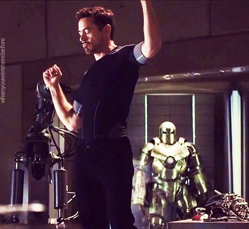Tony es el tipo de persona que hasta baila mejor que tú