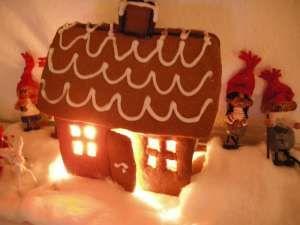 Det er herligt at bage kagehus og kagefigurer med børn og børnebørn - Sund Mad