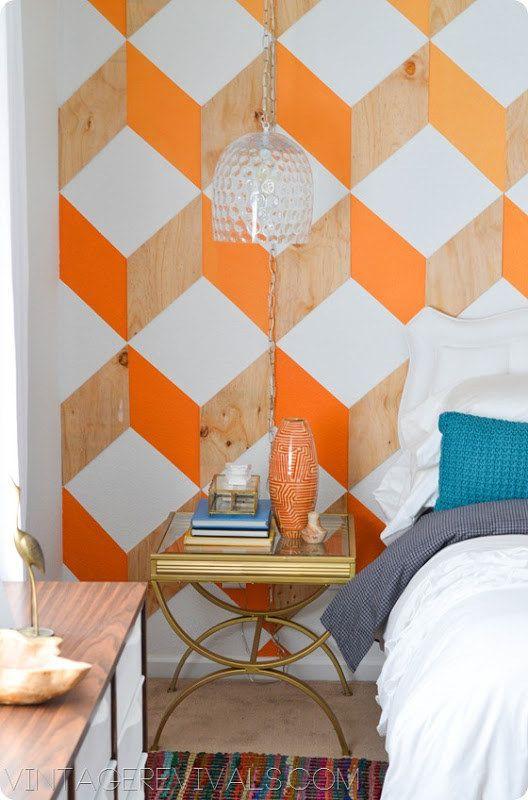Use madera y la pintura para crear una impresión en la pared y generar un efecto cabecero