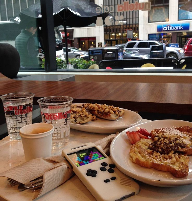 Recharging batteries at Nutella cafe.  #travelling#theworld #chicago #godsavethequeen#turnand#turnandplay#smartphone#case#mobileaccessories#hardware#tech#startup#thessaloniki#unique#fun#entertainment#gaming#urban #nutella #nutellacafe