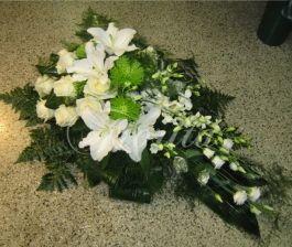 kvetinarstvi-praha-smutecni-kytice-na-polozeni-ruze-lilie-chryzantemy-dendroium-eustomy-1