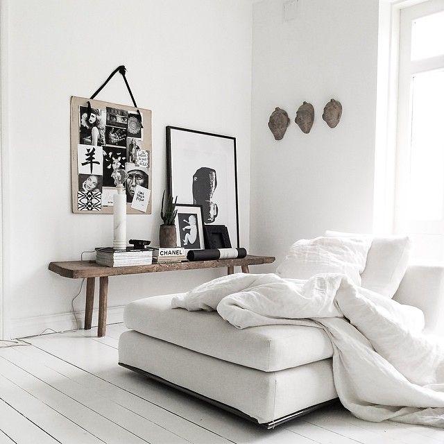 Wit gelakte houten vloer met rustige witte kleuren - inspiratie