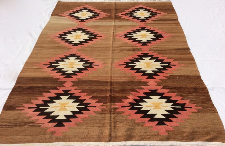 Vintage Turkish Kilim rug in excellent condition, 7,5 x 5,7 feet