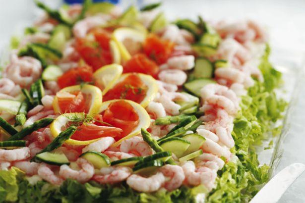 Fiskelagkage - en hæmningsløs lagkage af brød og fisk | Samvirke.dk