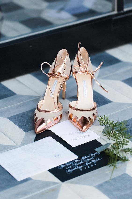 gold wedding shoes via Julia Elizabeth Photography / http://www.himisspuff.com/pretty-wedding-shoes/5/