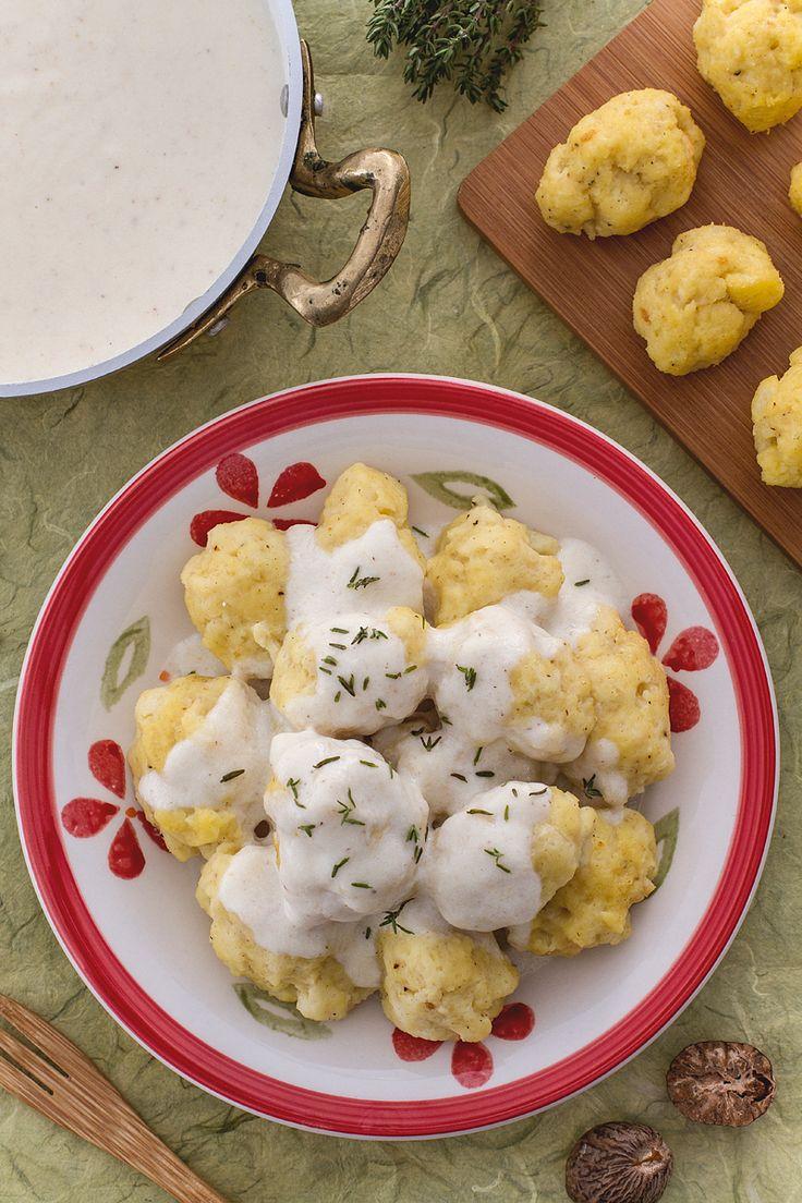 Abbiamo trasformato una pagnotta di #pane raffermo in un prelibato piatto di #gnocchi! (stale #bread gnocchi) #Giallozafferano #recipe #ricetta #dumplings