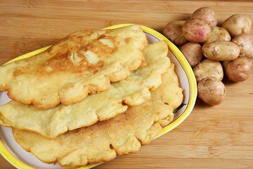 Plăcinte cu cartofi cruzi - Paste făinoase şi produse de patiserie