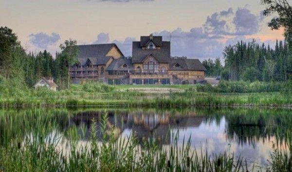 Canada's Loveliest Wedding Venues: Elk Ridge Resort