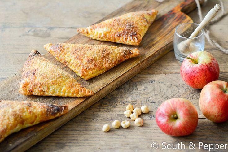 Lekkere ouderwetse appelflappen met krokante stukjes noot erin en een gesuikerde bovenlaag. Heerlijk!