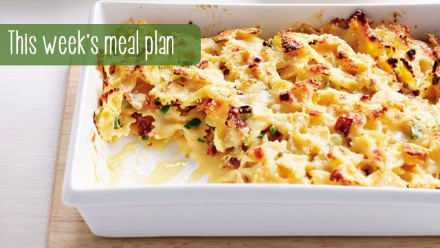 Crunchy. Cheesy. Gooey. Need we say more about this carbonara pasta bake? *drools*