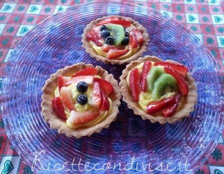 Tortine di frutta con crema al mascarpone (uova + zucchero)