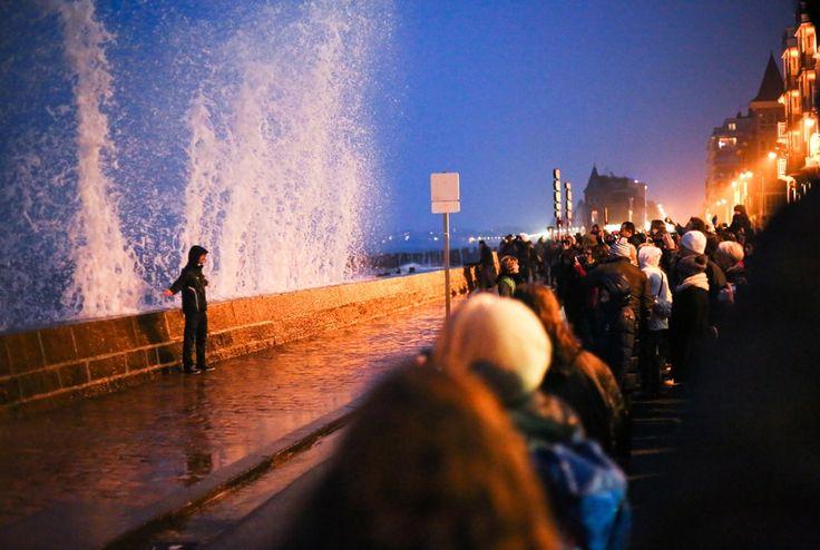 EN IMAGES. La plus forte marée du XXIe siècle rassemble depuis vendredi des milliers de badauds sur le littoral, du Pas-de-Calais à Biarritz. Un spectacle inoubliable pour tous les amoureux de la mer.