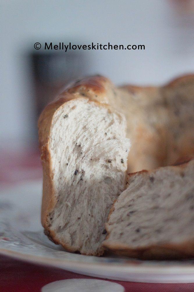 """Namanya mengisyaratkan """"mahal"""" yak? Tapi ini hanya nama kok :D Roti ini cukup pamor juga di kalangan food blogger, hasil rotinya yang lembut saingan sama water roux/ tang zhoung method. Aku bisa re…"""