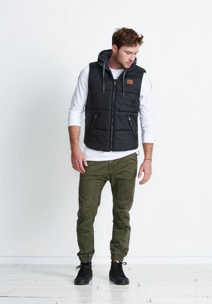 ELWOOD CLOTHING - Columbus Puffer Vest 2016 Black